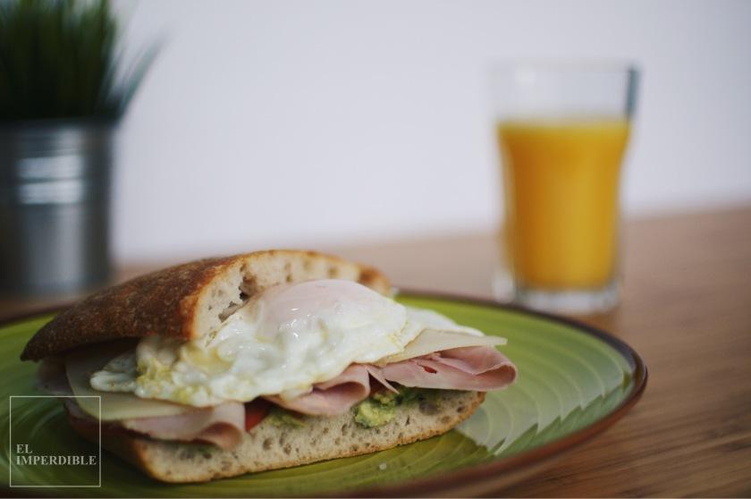 Cómo hacer un sandwich Bocadillo huevo y aguacate en casa receta rápida y sencilla