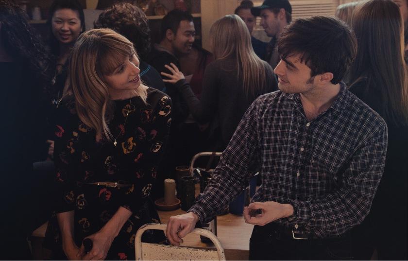 Amigos de más película análisis review Daniel Radcliffe