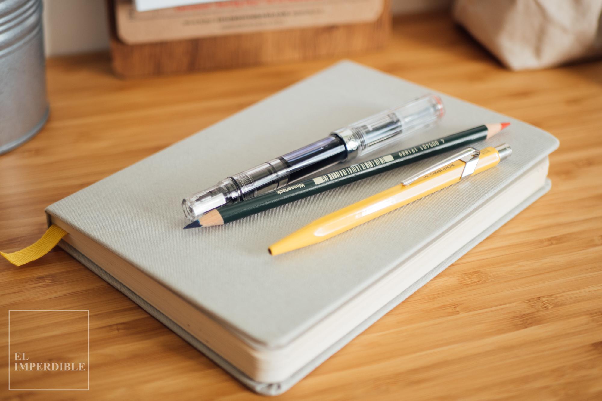 Kit de papelería para escritores Baron Fig BaronFig Confidant Twsbi ECO Clear Caran d'Ache 849 Amarillo Faber Castell